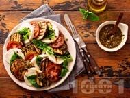 Салата със зеленчуци – тиквички, патладжан и домати и моцарела с меден дресинг с майонеза и горчица